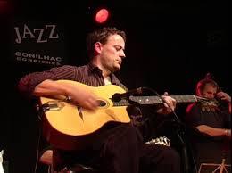 Cours de guitare à Carcassonne avec Christophe ACCO, dans l'école de musique Polysons. Des cours de guitare pour tous, quelque soit votre niveau, par un professionnel reconnu.