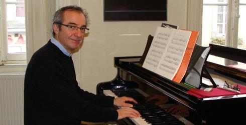 Cours de piano à Carcassonne avec Patrick Doméné. L'école de musique Polysons vous propose ses cours de piano, à carcassonne, toute l'année.