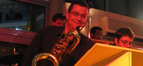 Cours de saxophone à Carcassonne par l'école de musique Polysons. David Alfos, professeur de saxophone, vous accueille tout au long de l'année, quelque soit votre niveau, en leçons individuelles.