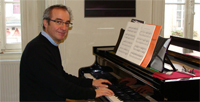 Quel est l'intérêt d'un professeur de piano à Carcassonne, en comparaison d'une méthode de piano ? La méthode a des avantages par rapport aux professeurs de piano ?