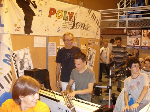 Notre école de musique à Carcassonne, Polysons, propose des cours de piano, des cours de saxophone, des cours de guitare, des cours de baterie.