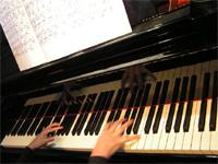 Les cours de piano pour débutants à Carcassonne, lors de la première année, sont particuliers et progressif, avec une grande liberté d'adaptation au pianiste en herbe.
